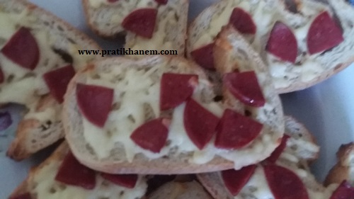 Sucuklu Kaşarlı Ekmek Dilimi